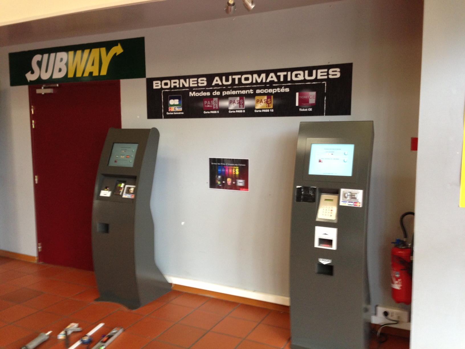 signaletique-impression-sur-stickers-bornes-automatique-cinema-douai